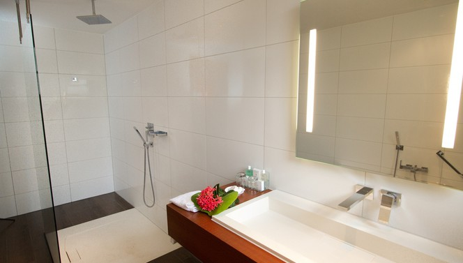 Grand Suite bath room - Plaza Beach Resort Bonaire